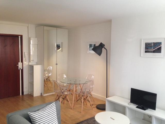Lmnp ancien: Vue du salon d'un 2 pièces dans le 18ème arrondissement de Paris