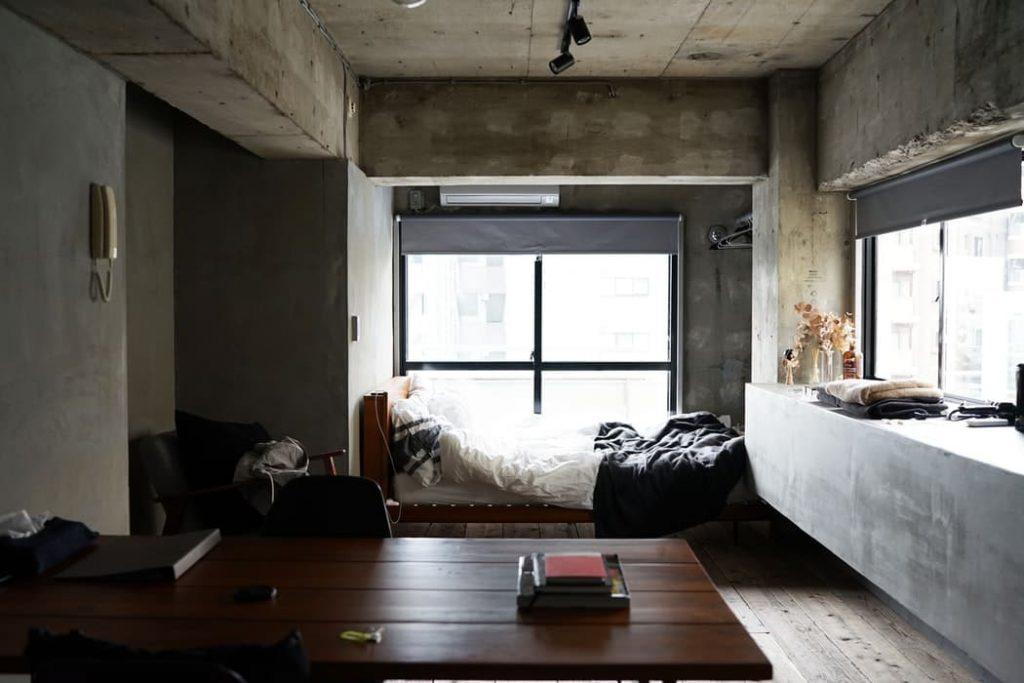 L'intérieur d'un studio parisien en location meublée
