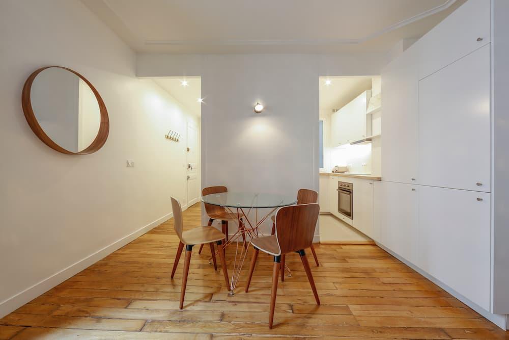 vue salle à manger cuisine entrée Marcadet